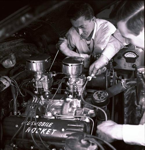 Vintage Picture Oldsmobile Rocket Engine